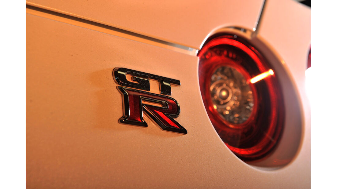Jaguar F-Type R AWD Coupé, Typenbezeichnung