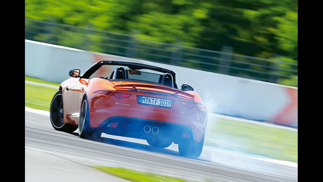 Jaguar F-Type S, Heckansicht, Driften