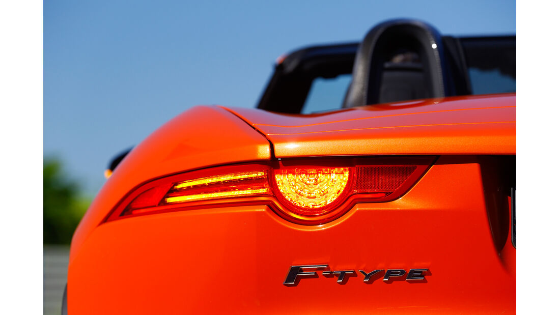 Jaguar F-Type S, Heckleuchte, Typenbezeichnung