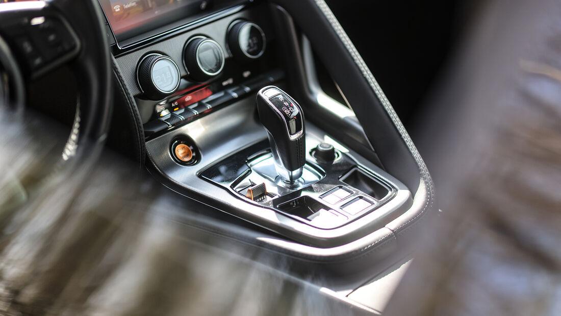Jaguar F-Type S, Interieur
