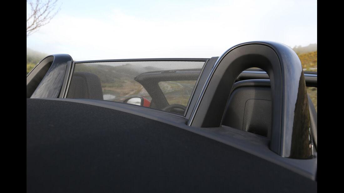 Jaguar F-Type S, Kopfstützen