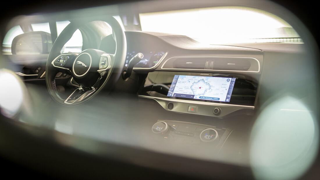 Jaguar I-Pace, Infotainment
