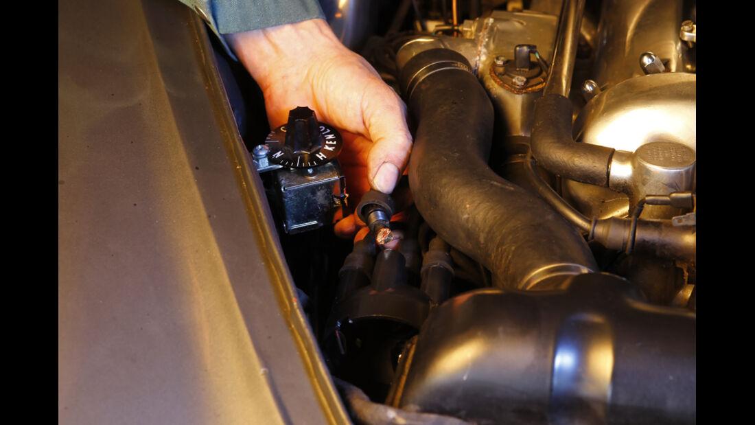 Jaguar MK 2, Check, Zündung, Detail, Verteiler