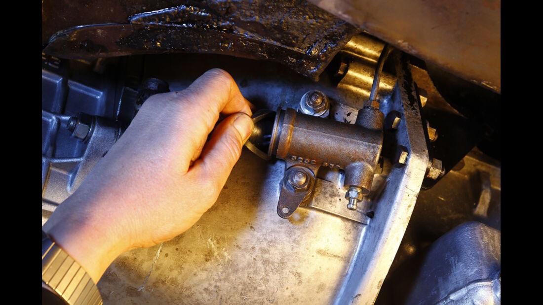 Jaguar MK 2, Kupplungsnehmerzylinder, Getriebe, Detail
