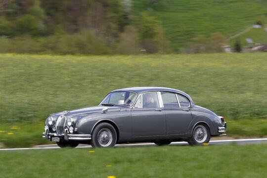 Jaguar MK 2, Seitenansicht, Fahrt