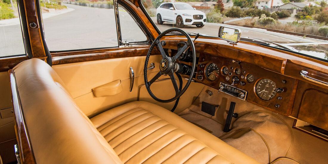 Jaguar Mark IX, Cockpit