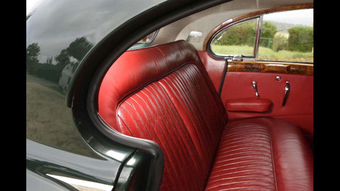 Jaguar Mark VII, Fond