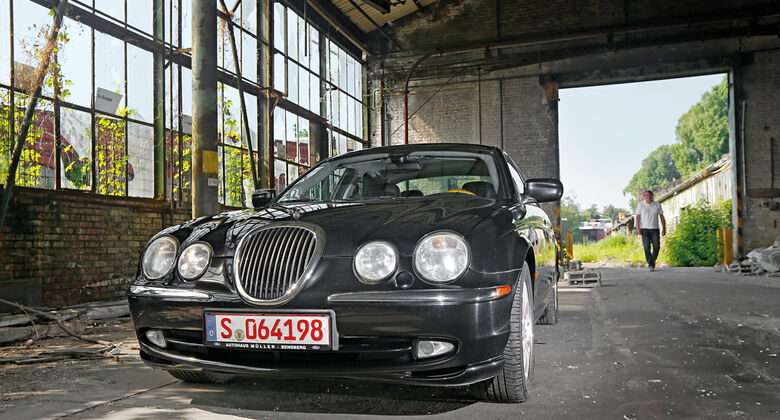 Jaguar S-Type V8,