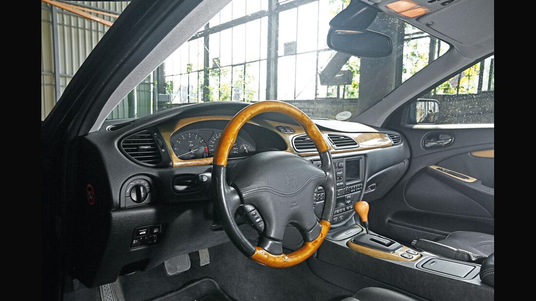 Jaguar S-Type V8, Cockpit