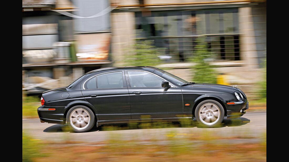 Jaguar S-Type V8, Seitenansicht