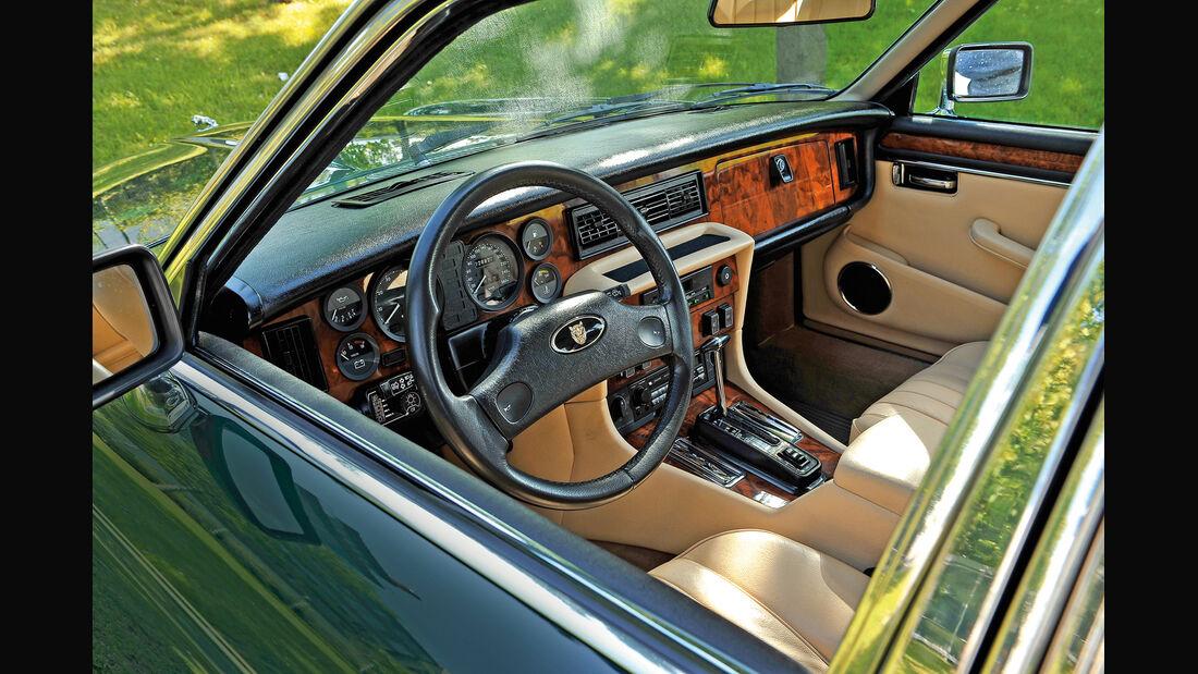 Jaguar  V12, Lenkrad, Cockpit