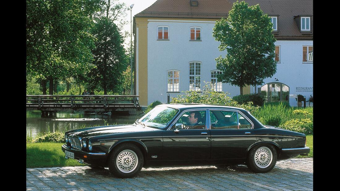 Jaguar V12, Seitenansicht