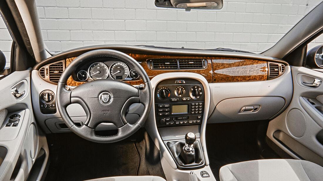Jaguar X-Type 3.0 V6, Interieur