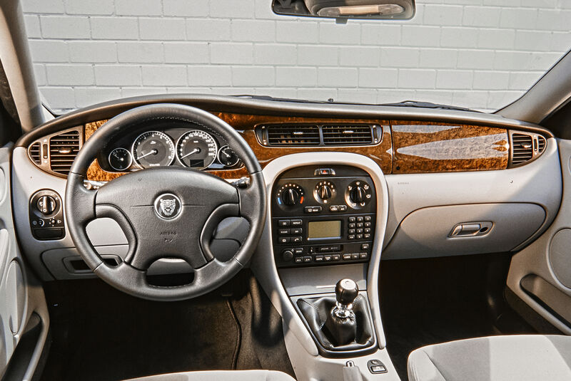 Jaguar X-Type 3.0 V6, Interieur