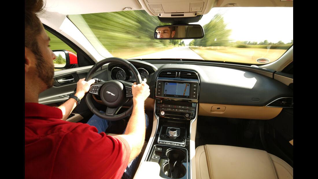 Jaguar XE 20d, Cockpit