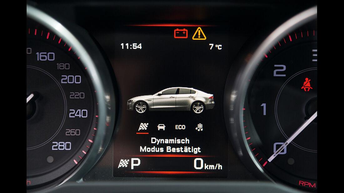 Jaguar XE 20d, Display, Anzeige