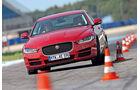 Jaguar XE 20d, Frontansicht, Slalom