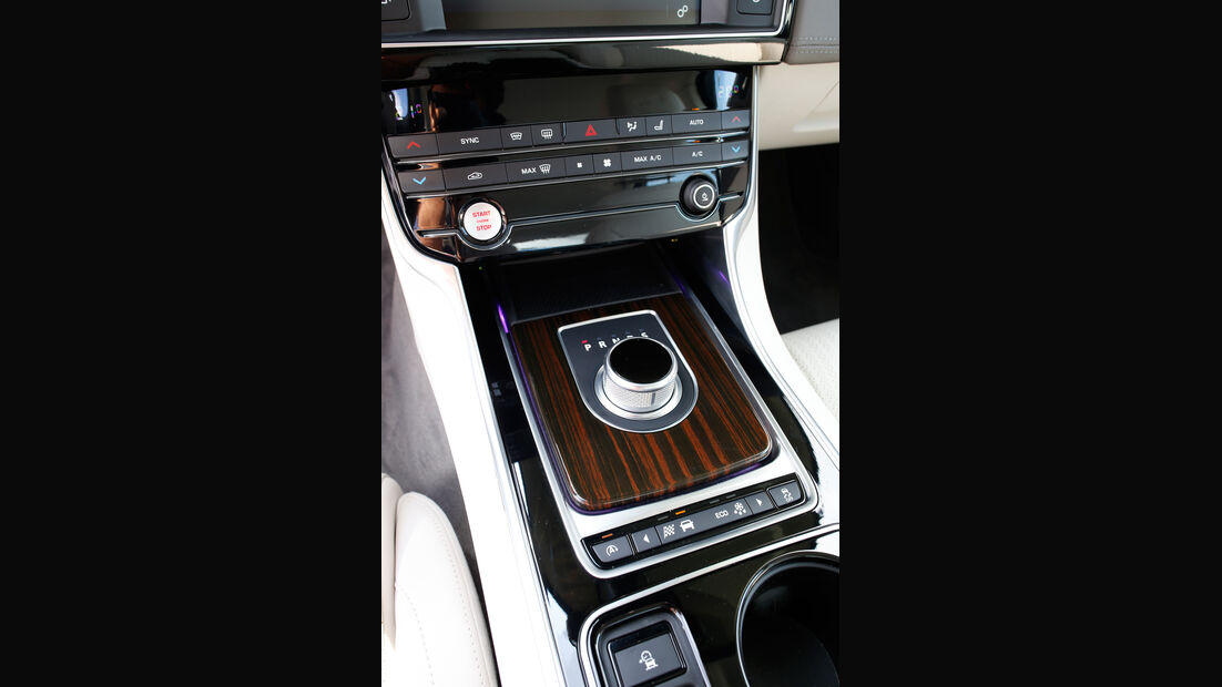 Jaguar XE 25t, Bedienelemente
