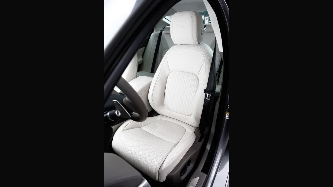 Jaguar XE 25t, Fahrersitz