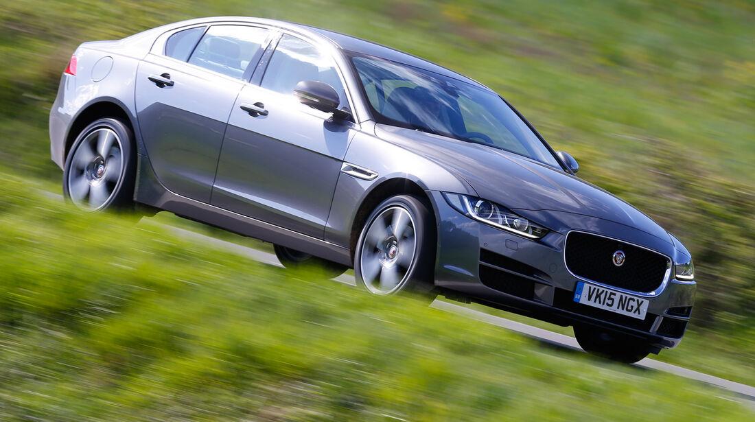 Jaguar XE 25t, Seitenansicht
