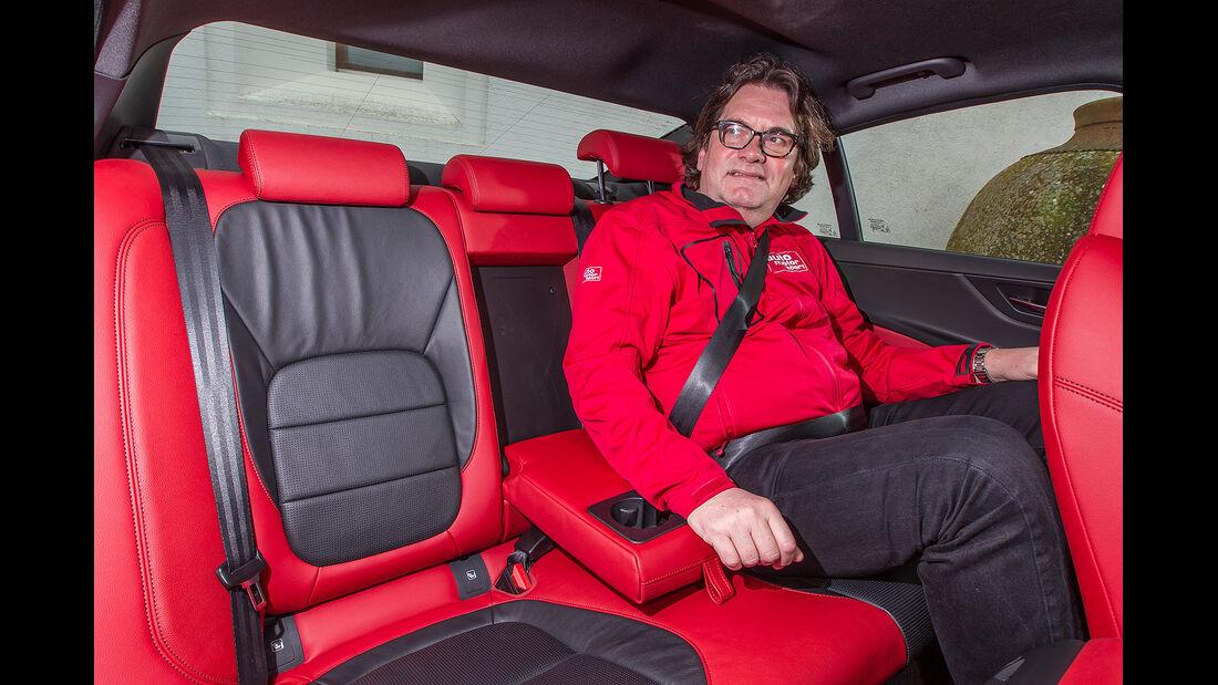 Jaguar XE, Fond, Rückbank