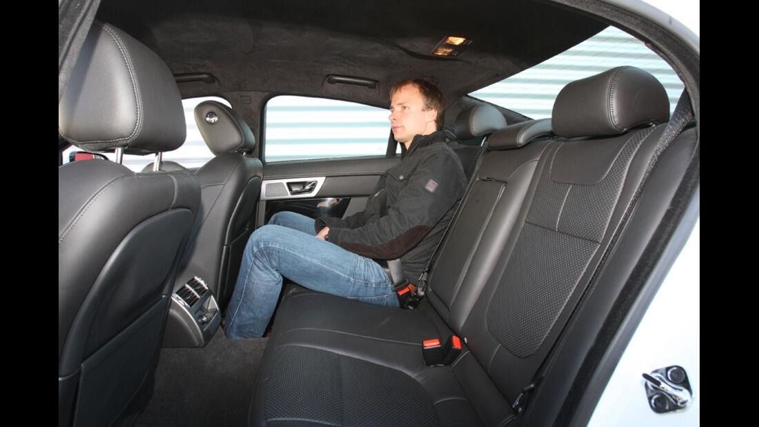 Jaguar XF 2.2 D, Fond