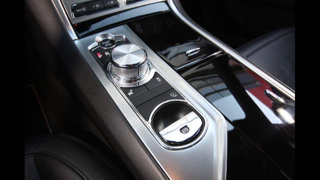 Jaguar XF 2.2 D, Mittelkonsole
