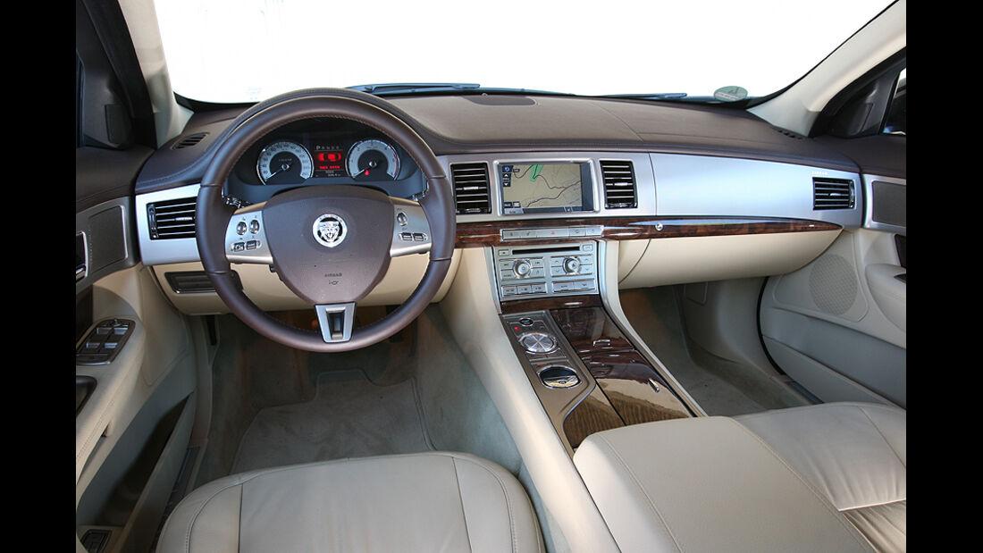 Jaguar XF 3.0 Diesel, Cockpit