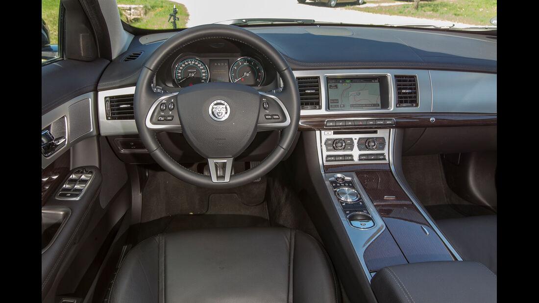 Jaguar XF 3.0 V6, Cockpit, Lenkrad