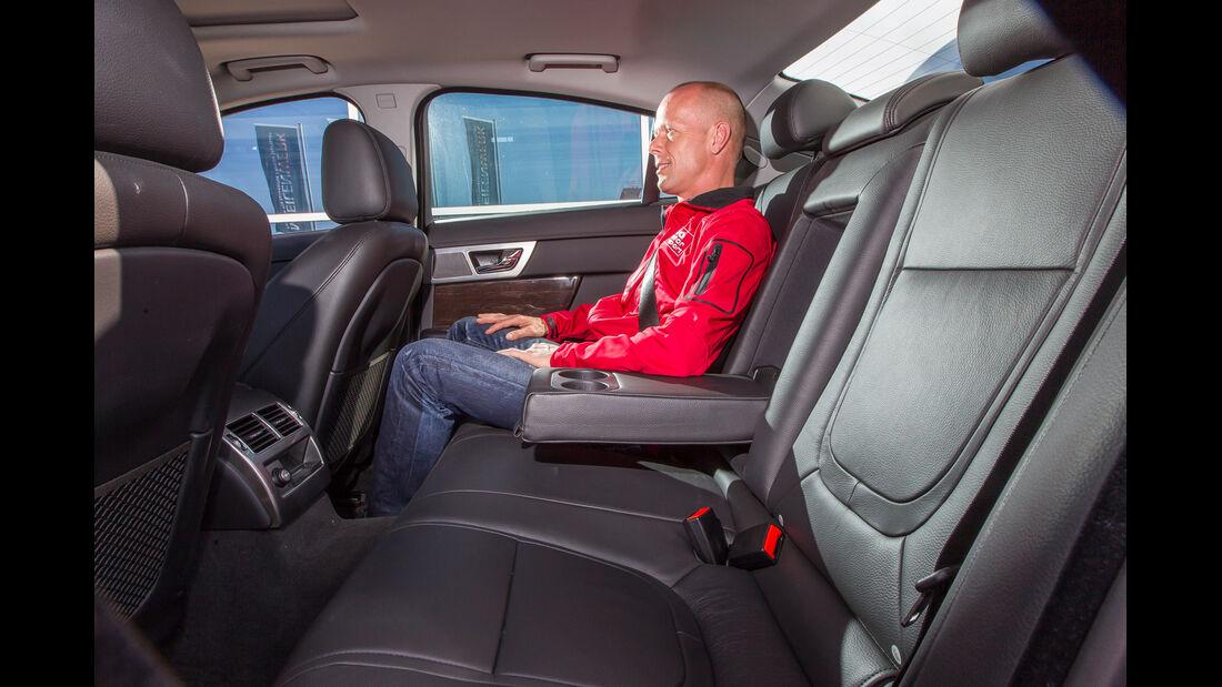 Jaguar XF 3.0 V6, Rücksitz, Beinfreiheit