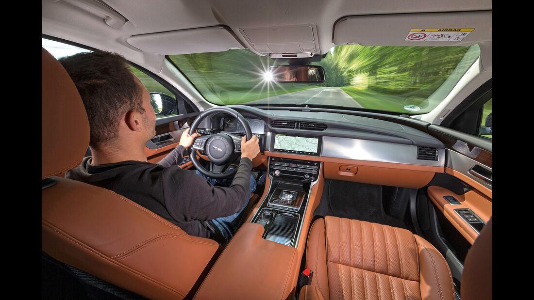 Jaguar XF 30d Portfolio, Cockpit