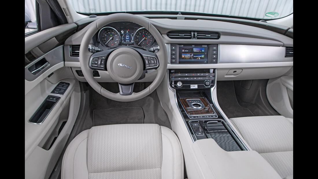 Jaguar XF 35t Prestige, Cockpit