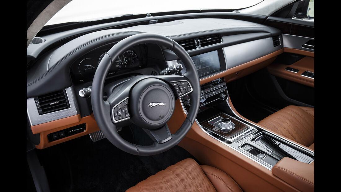 Jaguar XF, Interieur