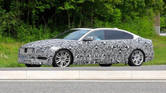 Jaguar XF LWB Erlkönig