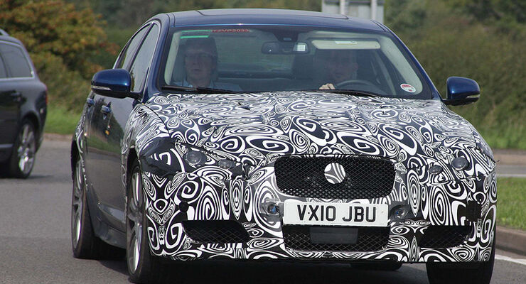 Jaguar XF-R Erlkönig