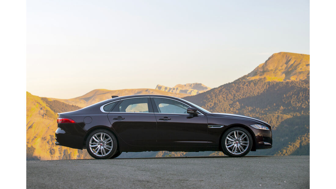 Jaguar XF, Seite