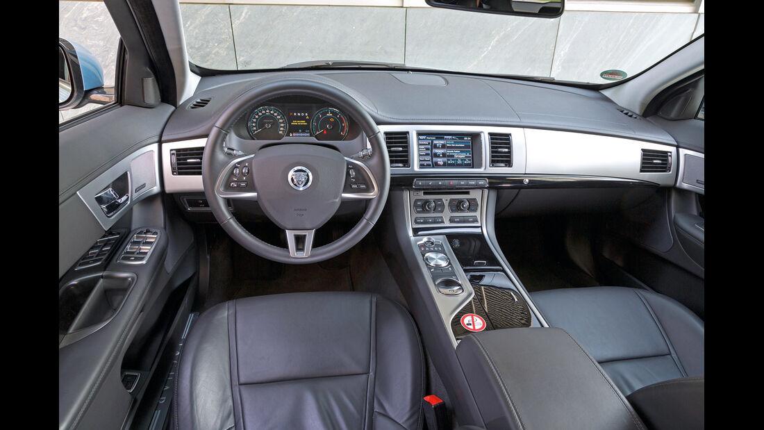 Jaguar XF Sportbrake 2.2D, Cockpit, Lenkrad