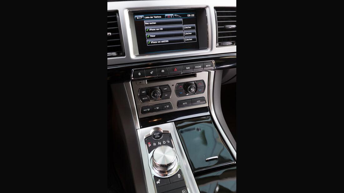 Jaguar XF Sportbrake 2.2D, Mittelkonsole