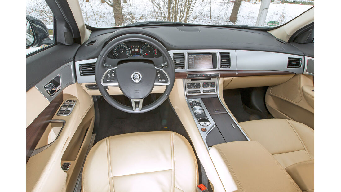 Jaguar XF Sportbrake 3.0 V6 D 600, Cockpit, Lenkrad