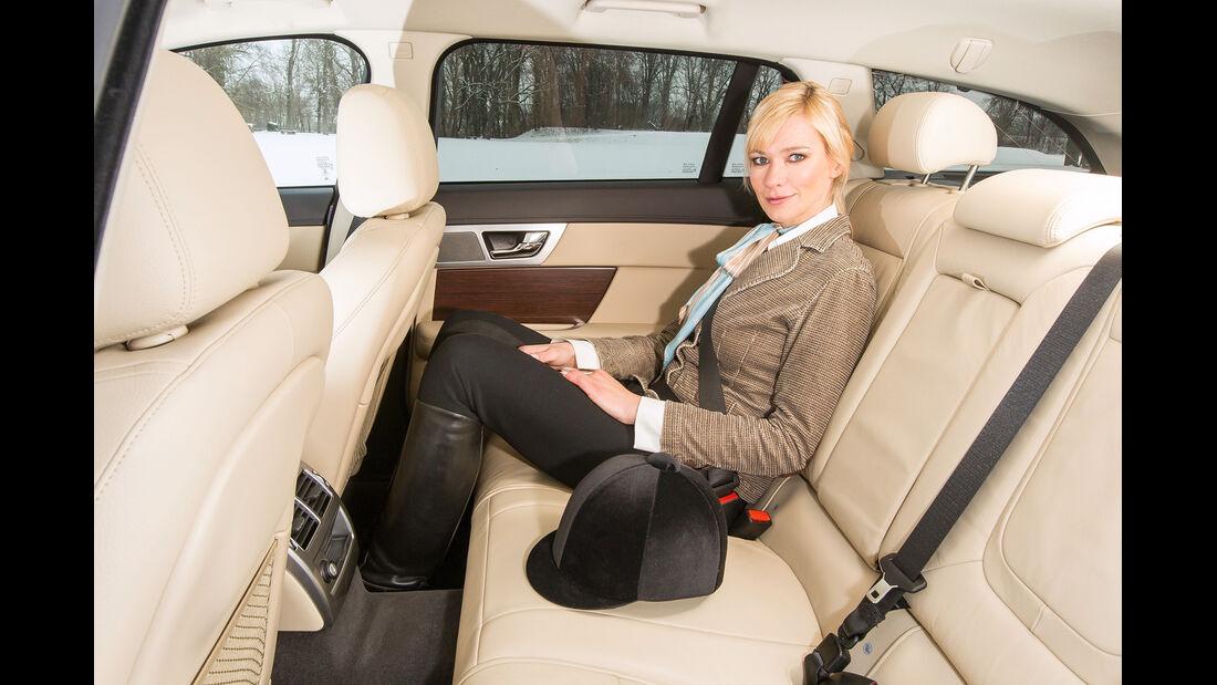 Jaguar XF Sportbrake 3.0 V6 D 600, Rücksitz, Beinfreiheit