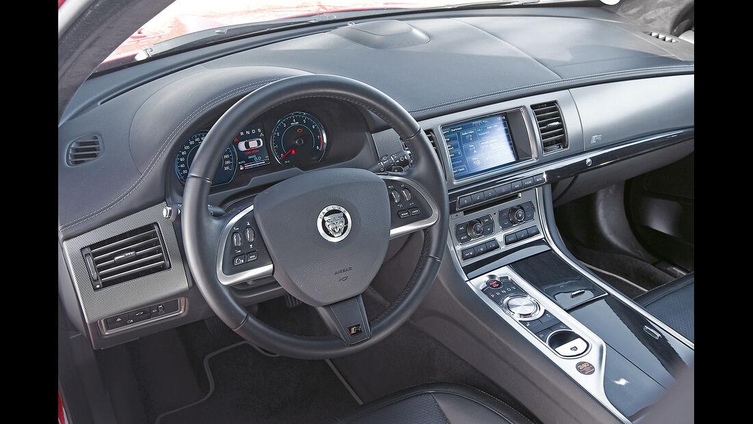 Jaguar XFR, Cockpit
