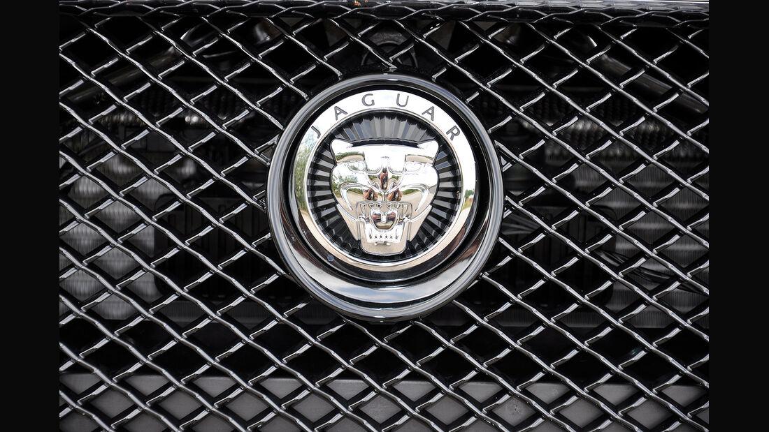 Jaguar XFR, Markenlogo