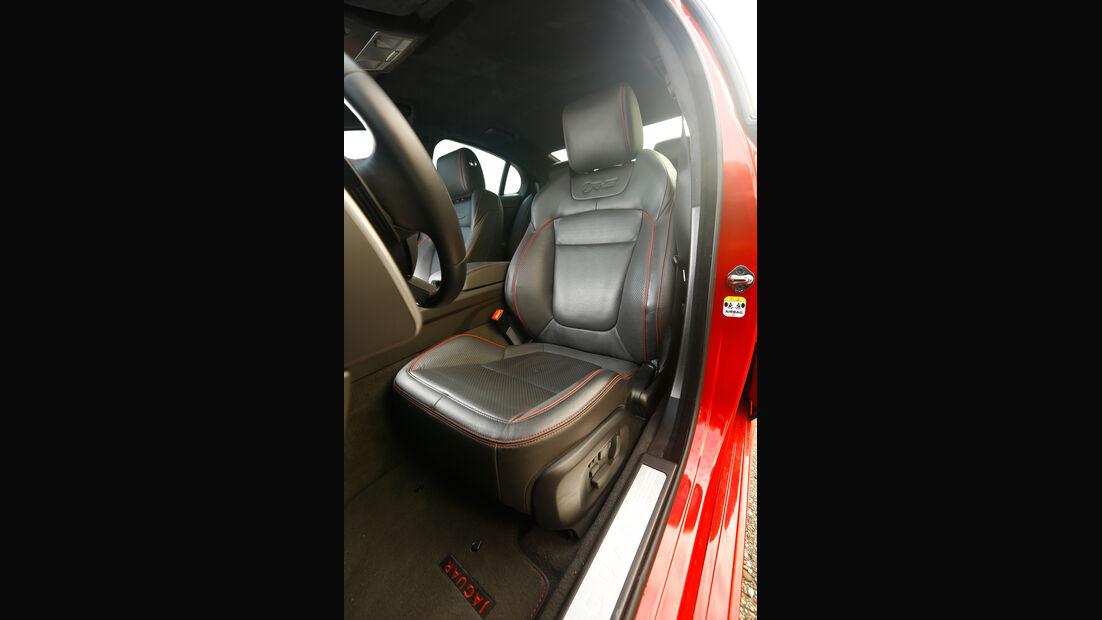 Jaguar XFR-S, Fahrersitz