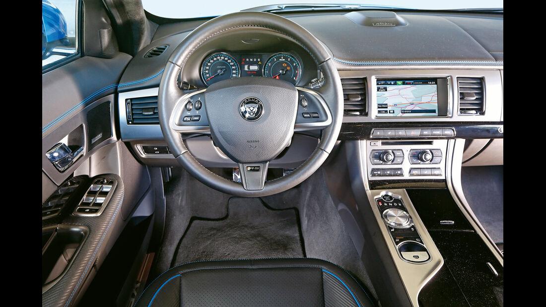 Jaguar XFR-S Sportbrake, Cockpit