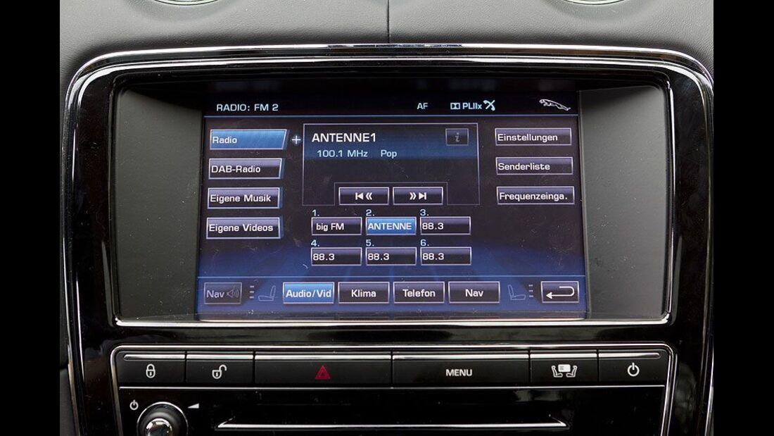 Jaguar XJ, Cockpit