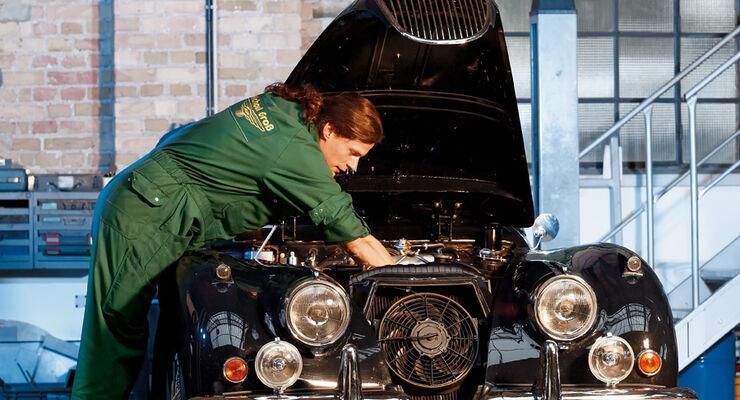 Jaguar XK in der Werkstatt