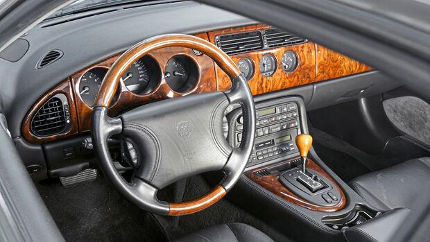 Jaguar XK8 Coupé, Interieur