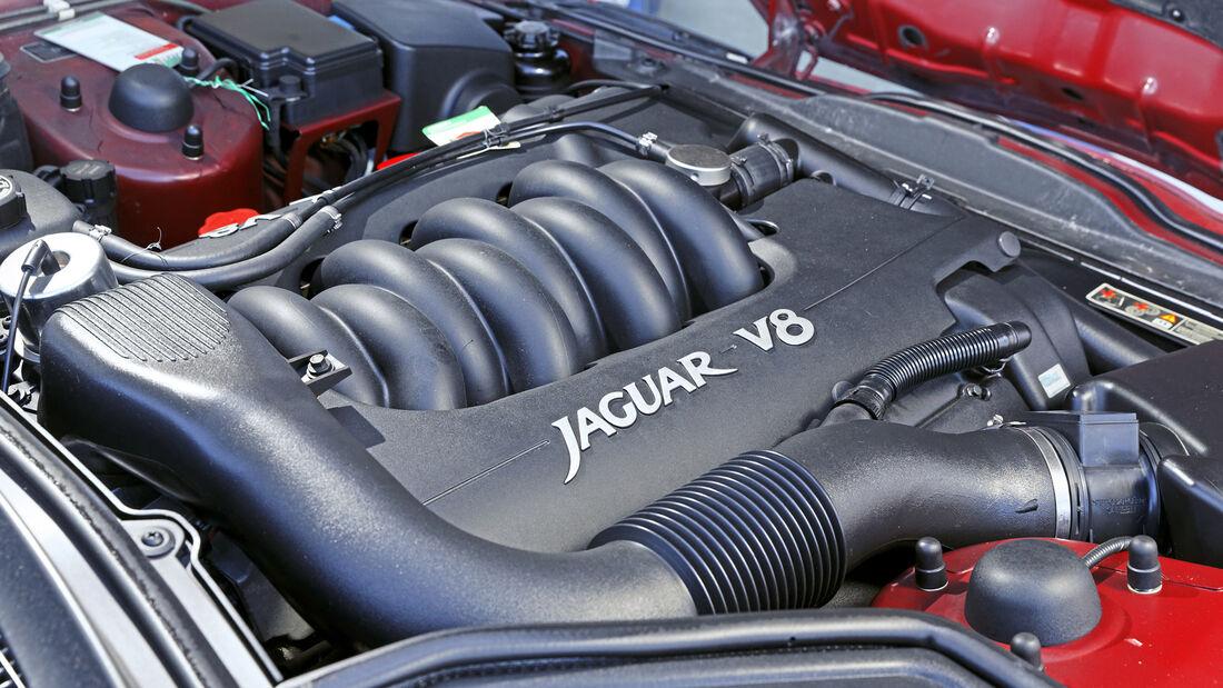 Jaguar XK8 Coupé, Motor