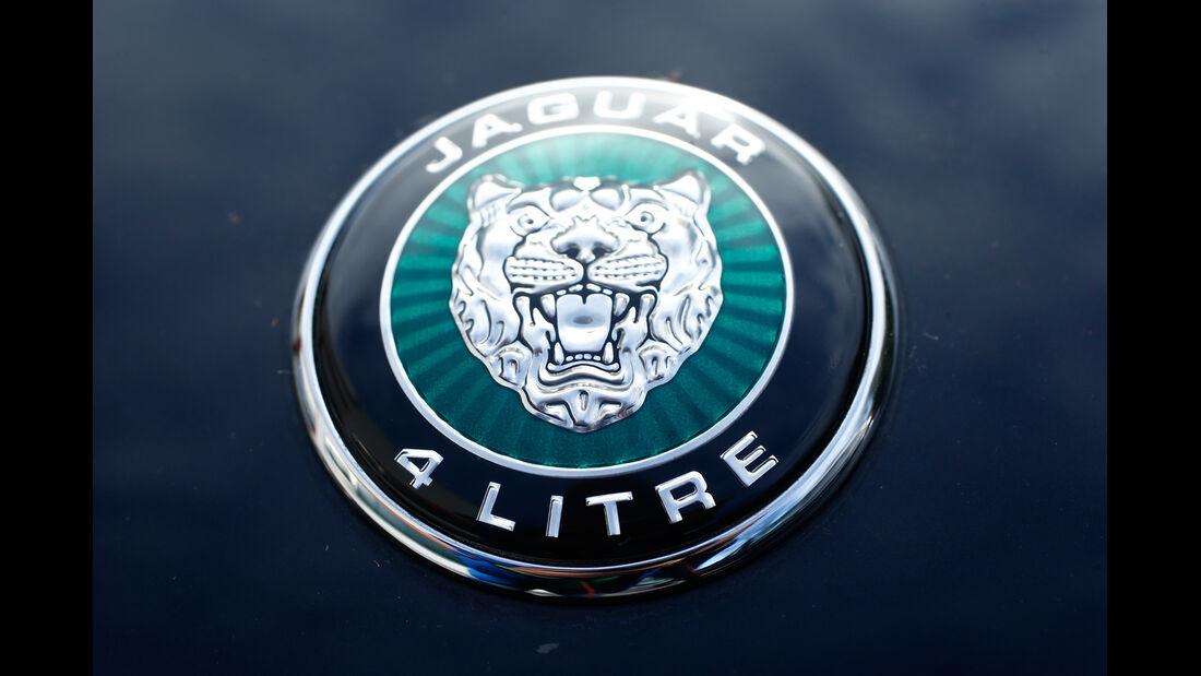 Jaguar XK8, Emblem