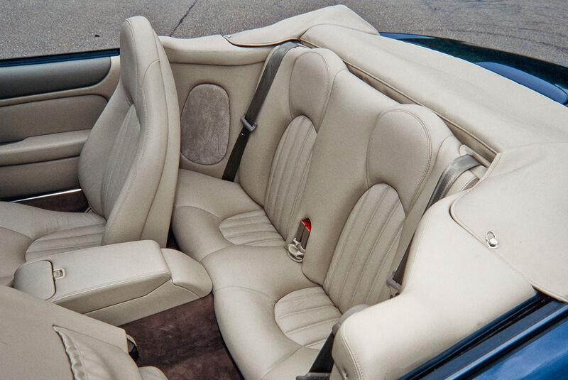 Jaguar XK8, RŸcksitze